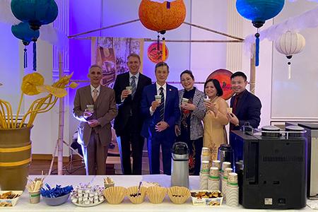Kaffee trinken zum vietnamesischen Neujahr